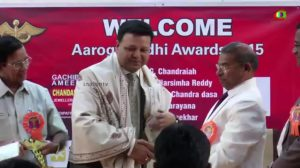 Dr Nandakishore Dukkipati receiving Arogyanidhi Awards 2015